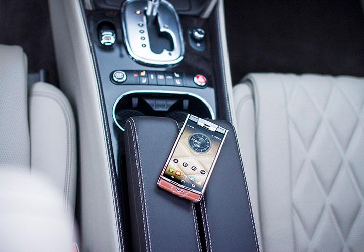 Официальные чехлы для Vertu Signature Touch for Bentley