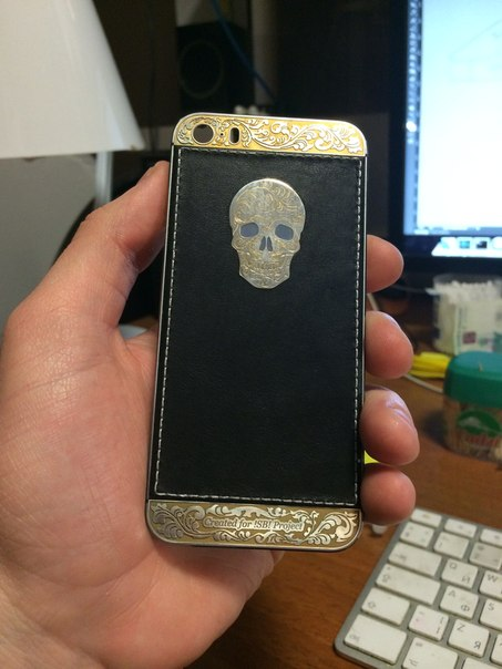 Общий вид телефона Silver&Gold skull.