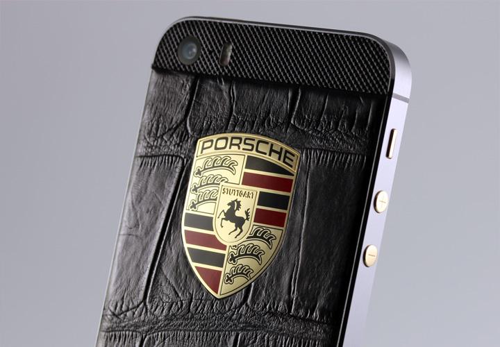 iPhone из кожи крокодила с логотипом Porsche из золота