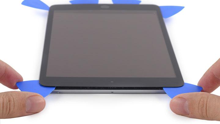 Замена правой части Wi-Fi антенны на iPad Mini 3