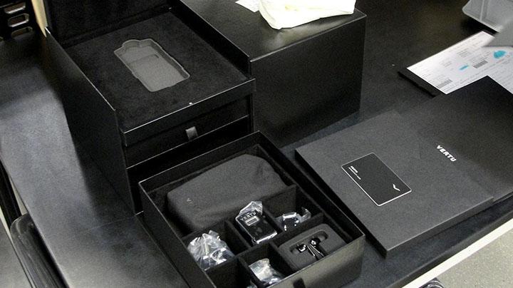 Упаковка телефона Vertu