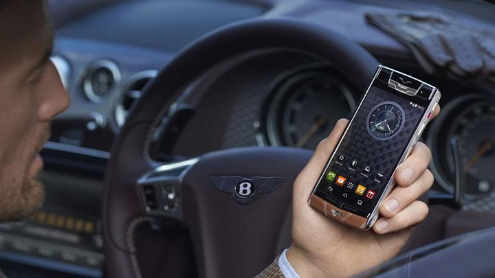 Vertu Signature Touch for Bentley —телячья кожа Newmarket Tan и ромбовидная прошивка