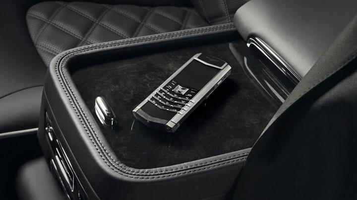 Vertu Signature S for Bentley — телячья кожа в духе Mulsanne Speed