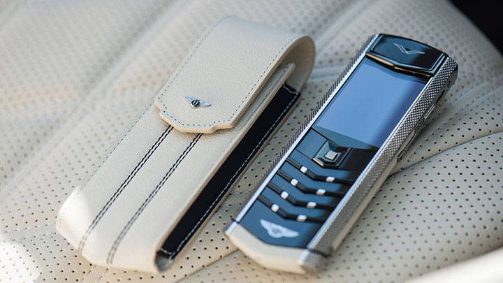 Vertu Signature S for Bentley — телячья кожа в духе Mulsanne Speed