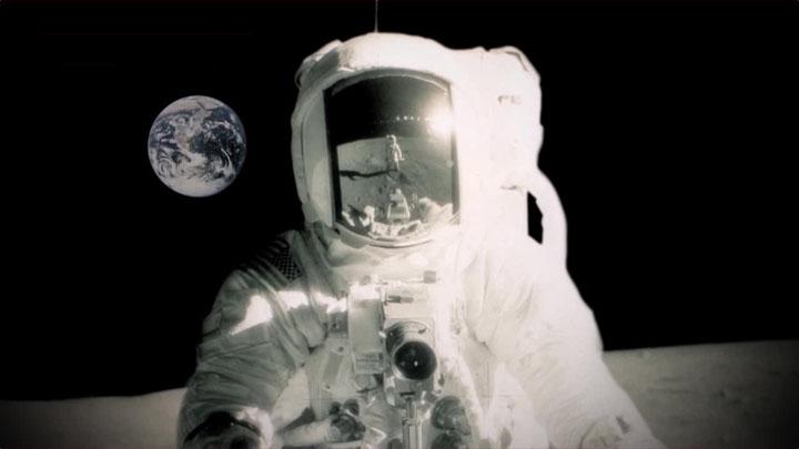 Первая камера в космосе — Hasselblad