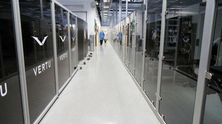 Дебют в филиале Nokia — Vertu