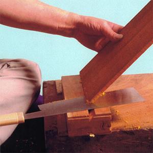 Сперва древесина самых различных видов нарезается на фрагменты необходимой формы: