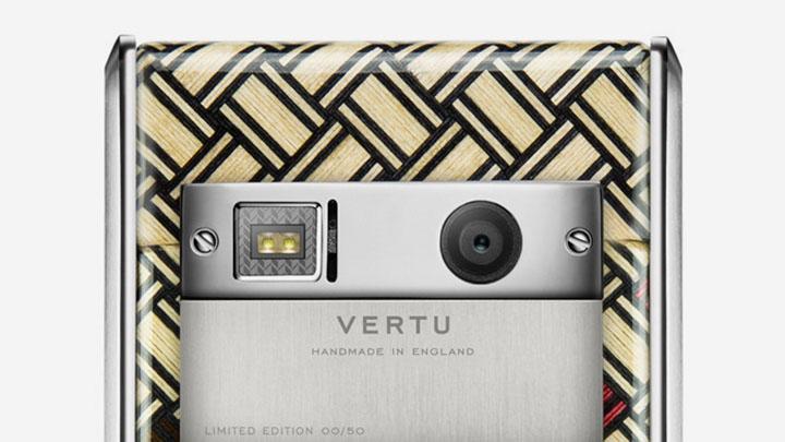 Vertu Aster Yosegi Wood — новые технологии и традиционный дизайн