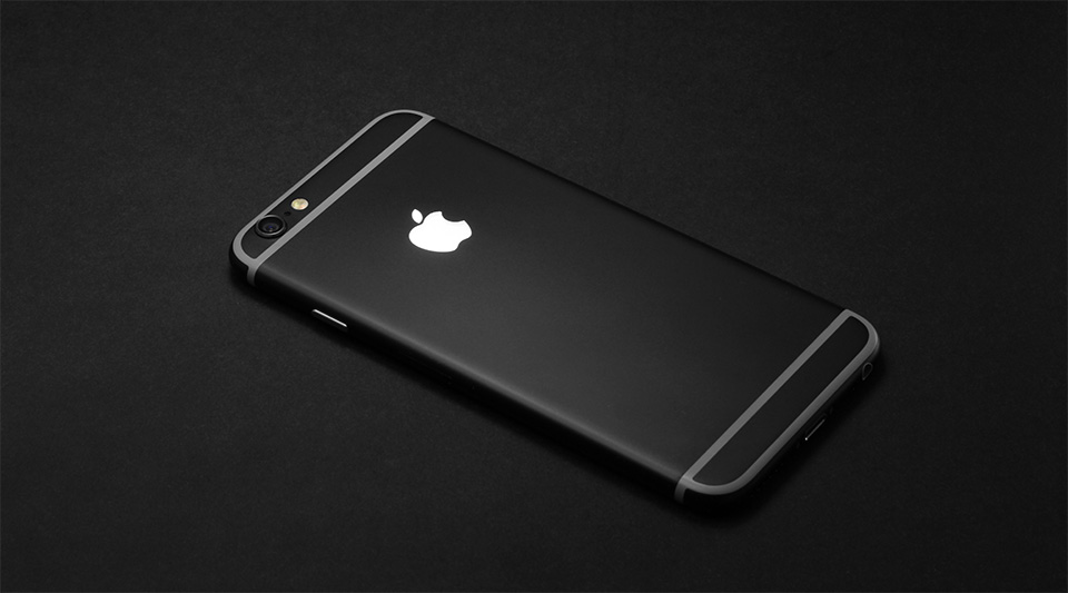iPhone Ultimate black с черным корпусом.