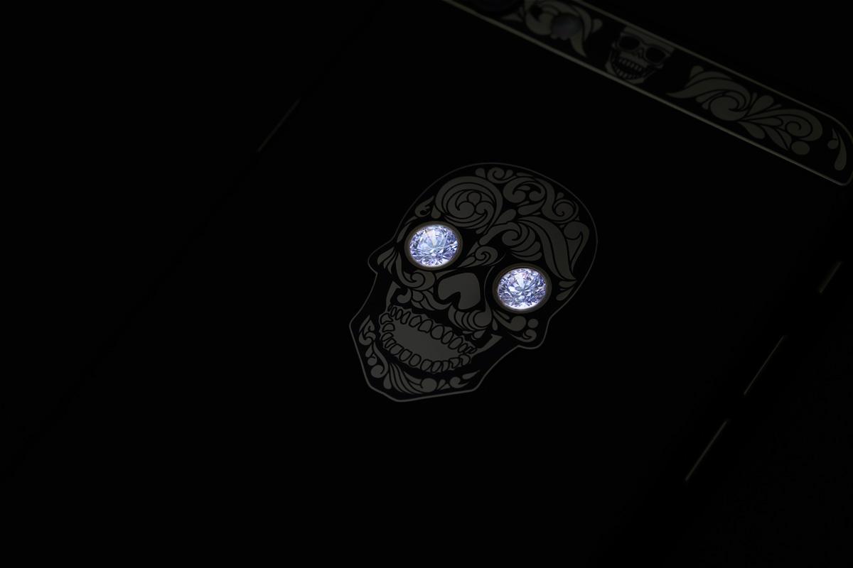 Светящийся логотип с камнями Swarovski