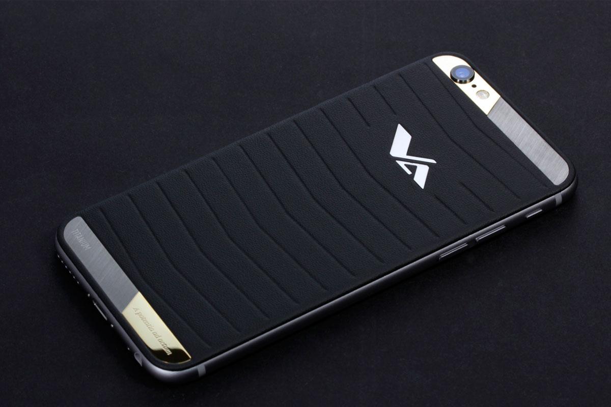 iPhone из черной кожи