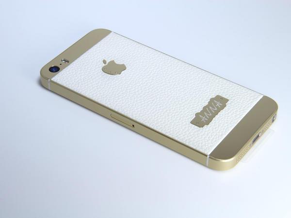Золотой iPhone с бриллиантами