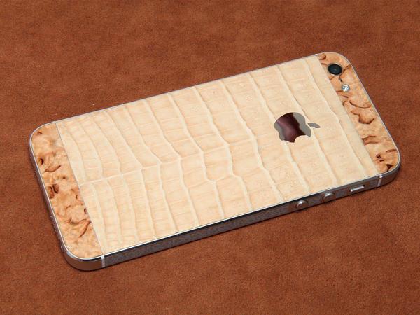 iPhone из кожи крокодила