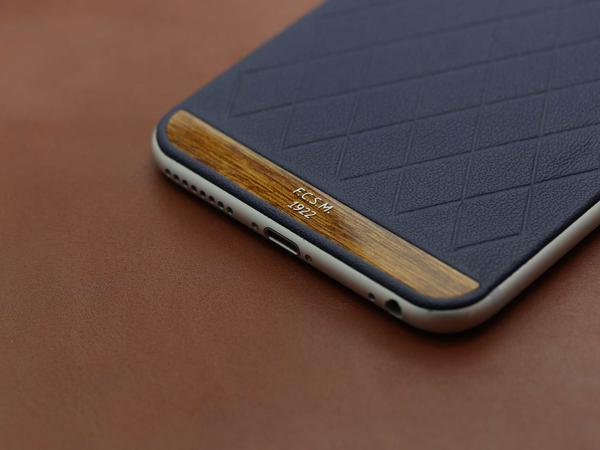 iPhone из синей кожи Наппа и тикового дерева