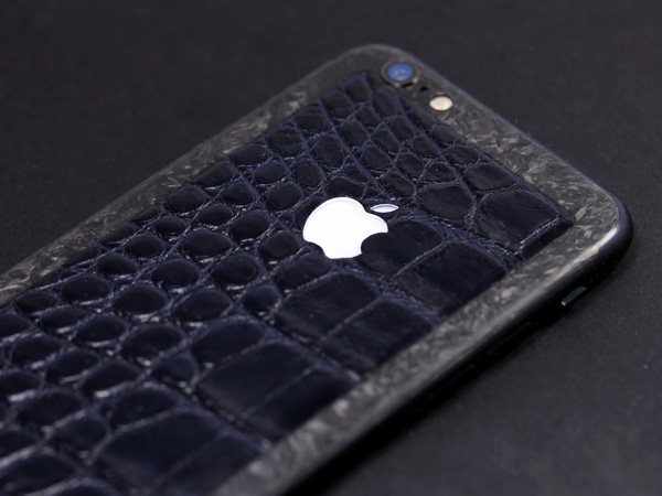 iPhone из кожи аллигатора и мраморного карбона