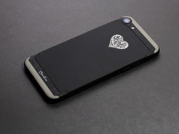 Кастомный iPhone 7 со светящимся сердцем