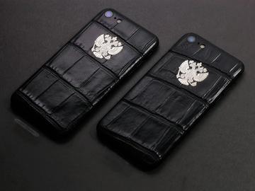 iPhone из кожи крокодила с гербом РФ
