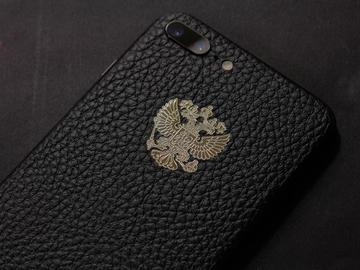 iPhone 7 Plus с гербом России