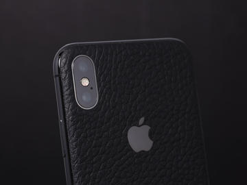 iPhone X из черной кожи Montana и стальным логотипом
