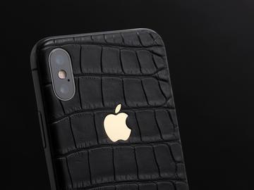 iPhone X из кожи аллигатора с золотым логотипом Apple