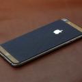 iPhone из синей кожи и дерева