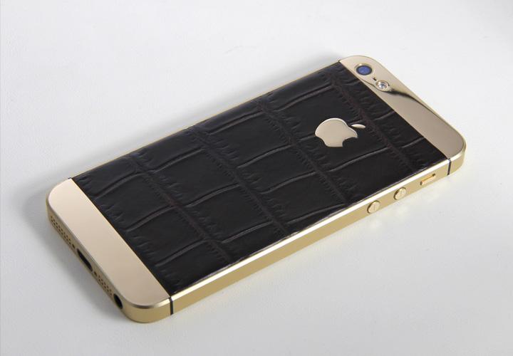 iPhone из кожи крокодила в золотом корпусе