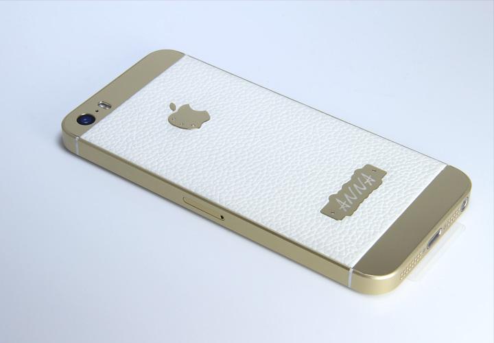 Белая текстурированная кожа с золотым корпусом iPhone