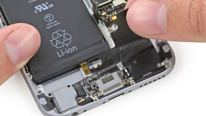 Замена шлейфа порта Lightning на iPhone 6 и iPhone 6 Plus