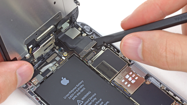 Замена шлейфа сенсоров iPhone 6 и iPhone 6 Plus