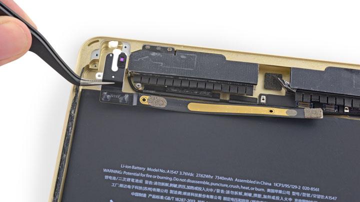 Замена Wi-Fi антенны на iPad Air 2
