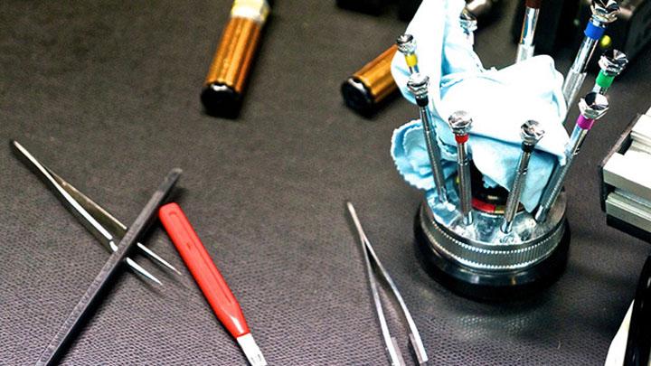 Использующиеся для сборки Vertu инструменты подойдут и для работы с дорогостоящими швейцарскими часами.