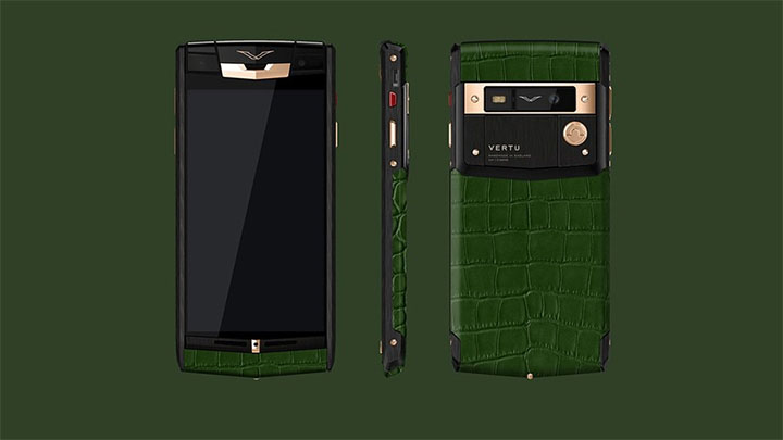 Vertu Signature Touch Hunter Green Alligator — вдохновение цветом