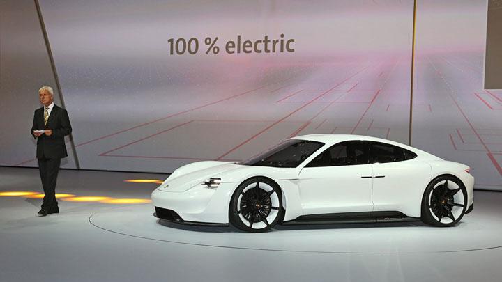 PORSCHE Mission E — первый действительно спортивный электромобиль