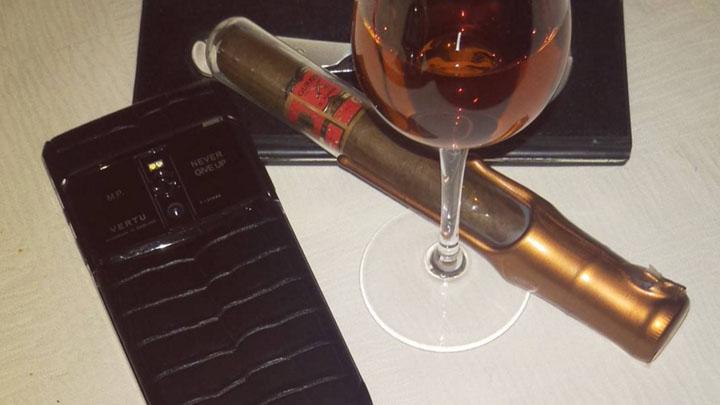 Сигара и коньяк — отличное завершение вечера