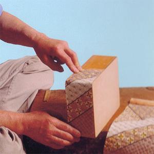 Листы разглаживаются и наклеиваются на декорируемую поверхность: