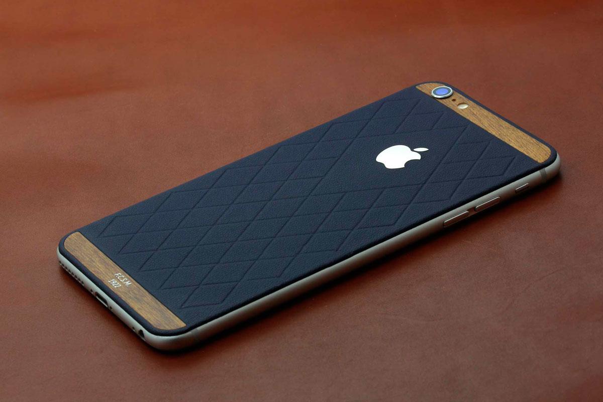 iPhone из синей кожи