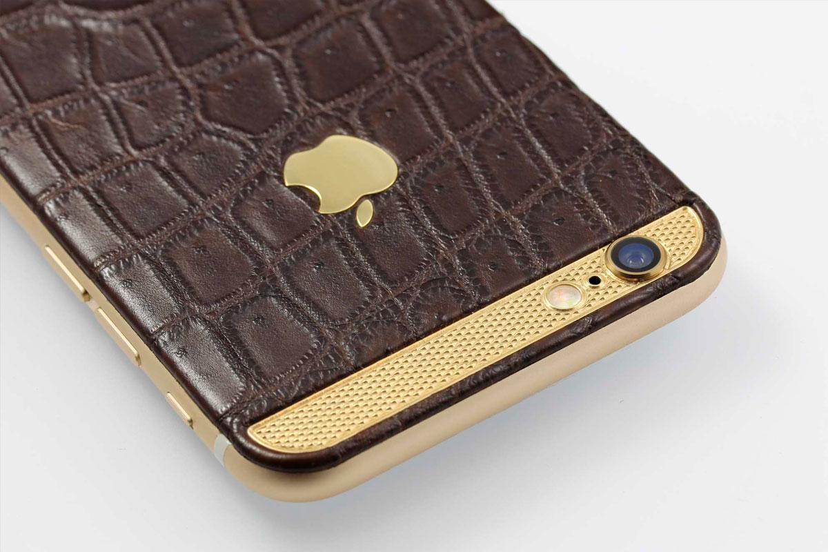 iPhone из коричневой кожи крокодила