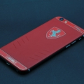 iPhone из красной кожи и логотипом Ferrari