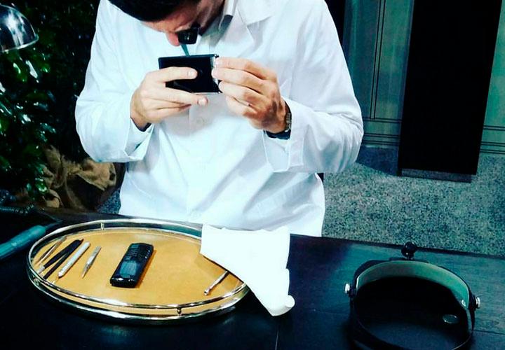 Мастера-сборщики Vertu на превью Signature Touch 2015