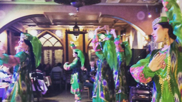 Музыка, танцы и развлекательная программа в MyCafe