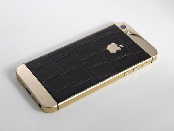 Золотой iPhone с кожей крокодила