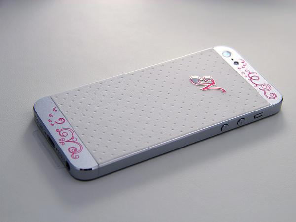iPhone из белой кожи и серебра