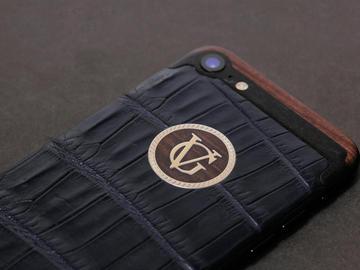 iPhone 7 из синей кожи крокодила