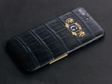 iPhone 7 из кожи крокодила с фамильным гербом
