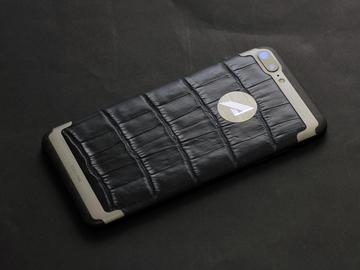 iPhone 7 Plus из титана и кожи крокодила