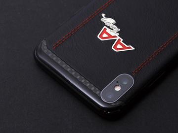 iPhone X из карбона и кожи